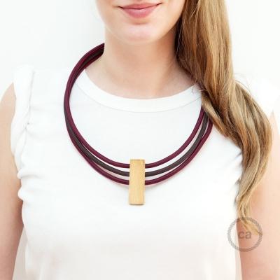 Circles Necklace colors: Bordeaux RM19, Brown RM13 and Bordeaux RM19.
